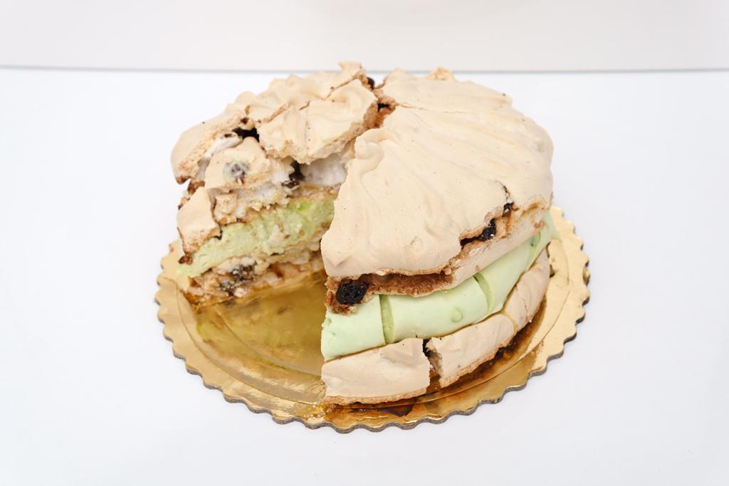 Tort bezowo pistacjowy